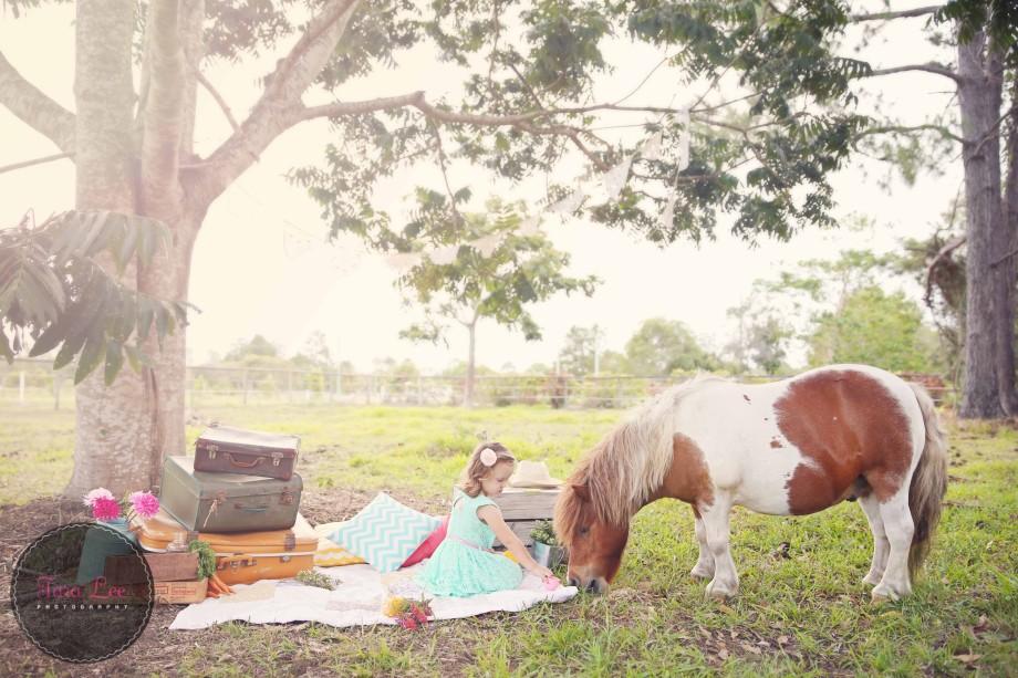 Olivia & the pony004