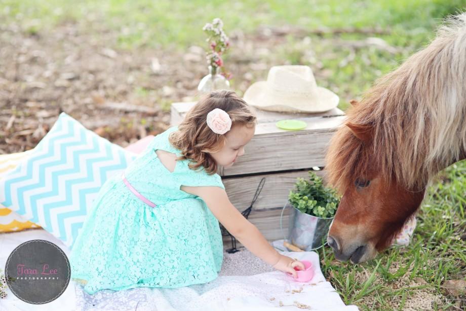 Olivia & the pony007