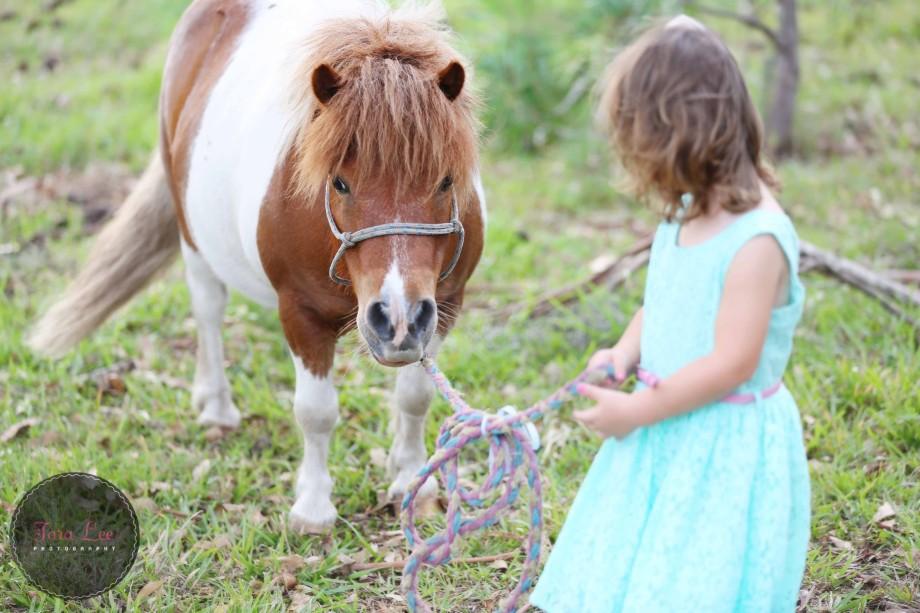 Olivia & the pony010