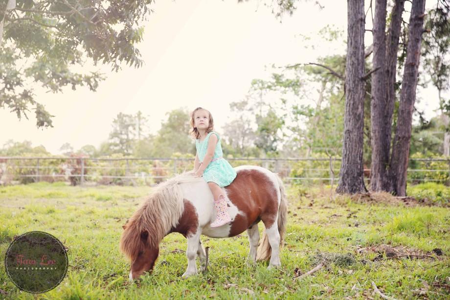 Olivia & the pony011