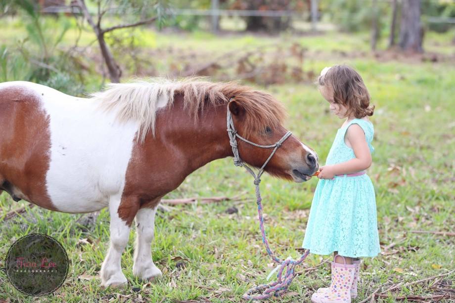 Olivia & the pony013