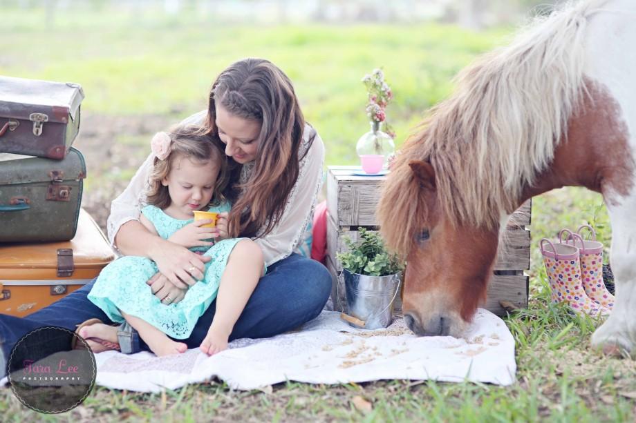Olivia & the pony014