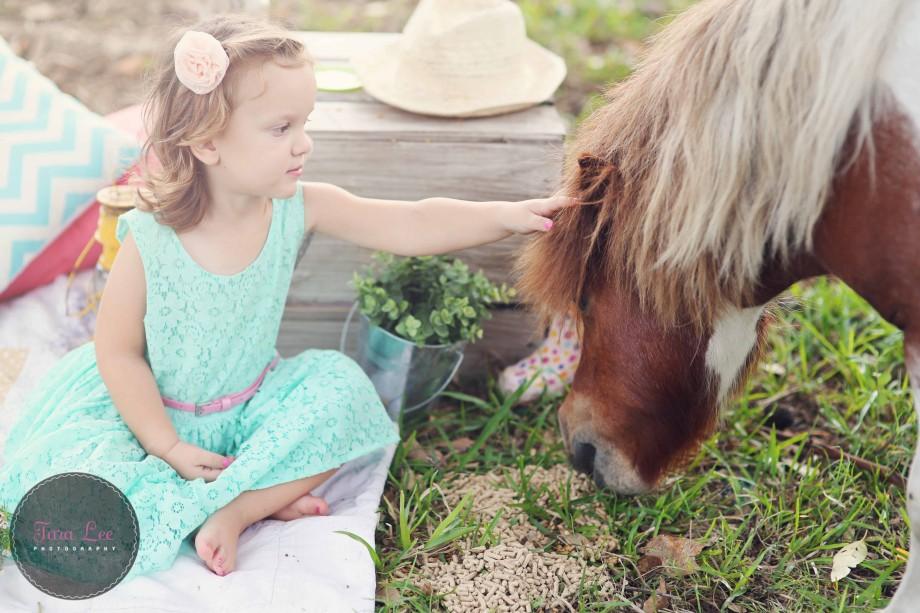 Olivia & the pony020