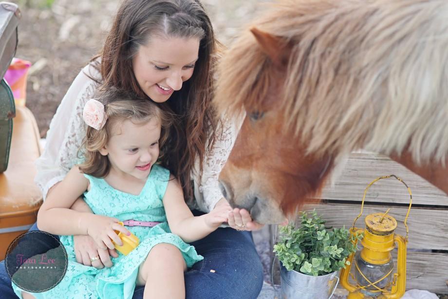 Olivia & the pony029